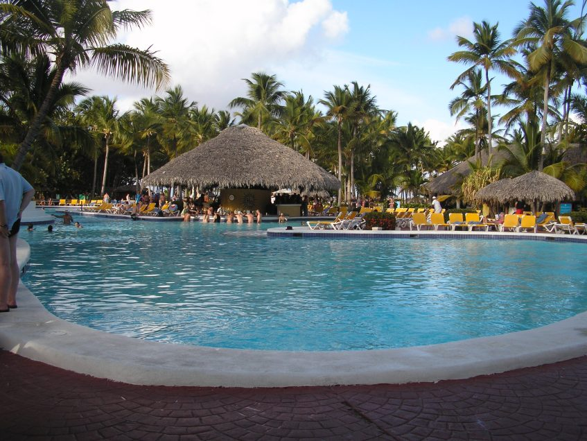 The pool and swim-up bar